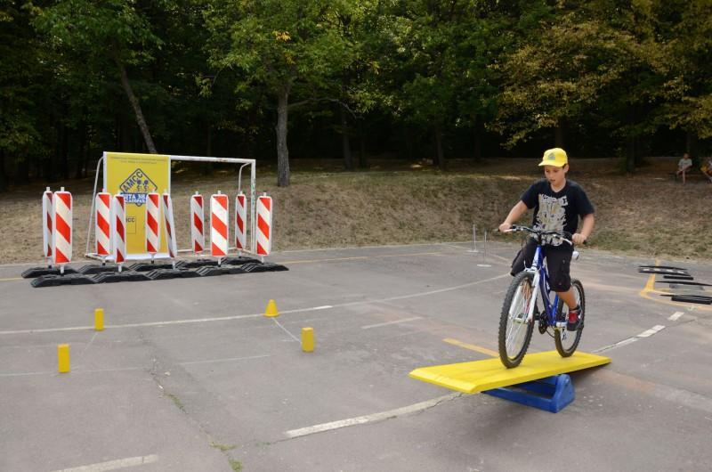 PRAKTIČNI DEO Osnovac u akciji na bicikli
