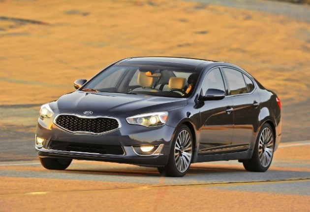 Kia Cadenza (action) (Medium)