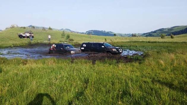 Jovo Mrdak i Milivoje Kocic jezserce u selu Livadje
