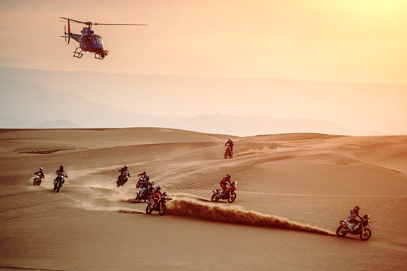 Toby Price (AUS) Matthias Walkner (AUT) and Luciano Benavides (ARG) of Red Bull KTM Factory Team race during stage 9 of Rally Dakar 2019 from Pisco to Pisco, Peru on January 16, 2019. // Flavien Duhamel/Red Bull Content Pool // AP-1Y56SXRYS2111 // Usage for editorial use only // Please go to www.redbullcontentpool.com for further information. //