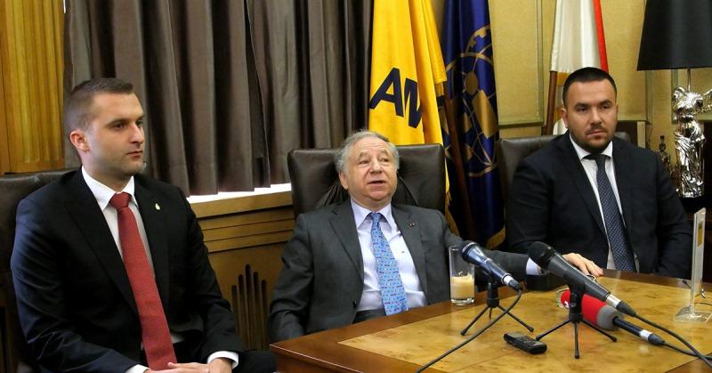 Milan Nikolić, Žan Tod i Dejan Stojić u prostorijama AMSS