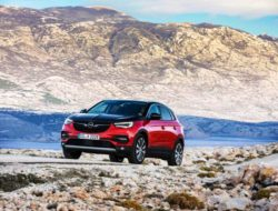 Opel-Grandland-X-Hybrid4-Illustration