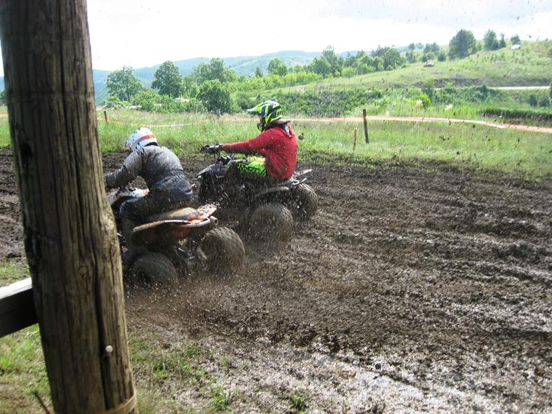 MX ATV_trasira stazu tokom kvalifikacija