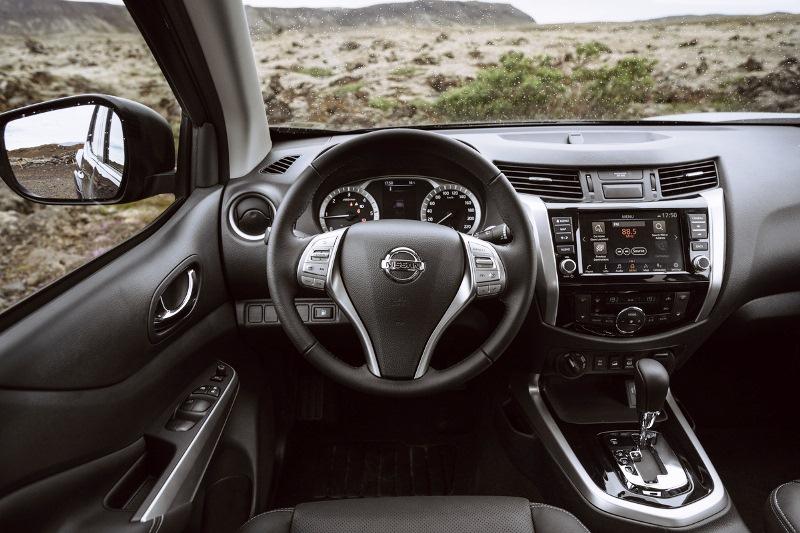Nissan Navara Double Cab_Blue_Iceland_Interior 2