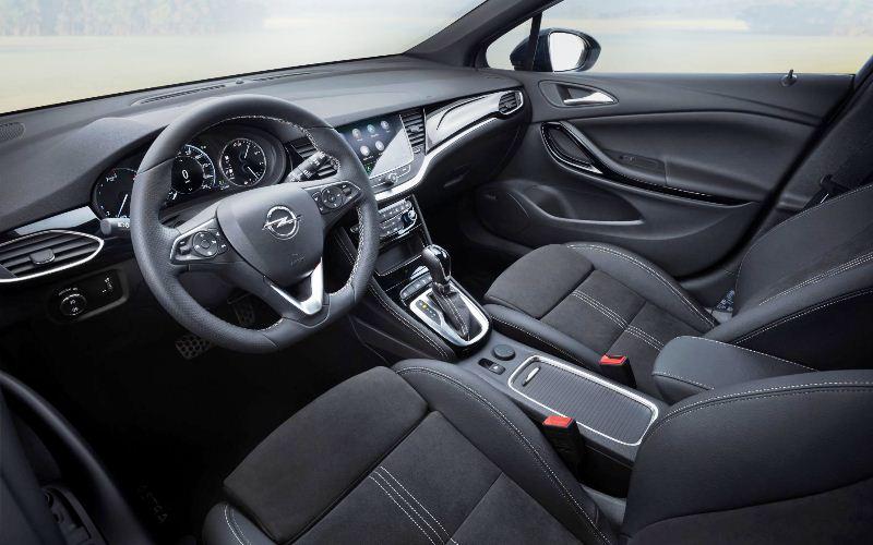 en_Opel-Astra-Interior