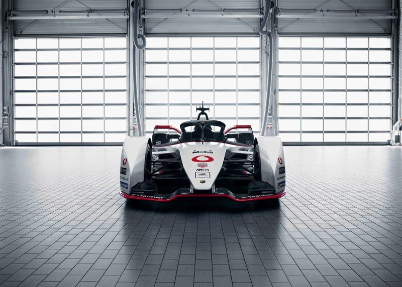 Porsche_FullFront_Logos