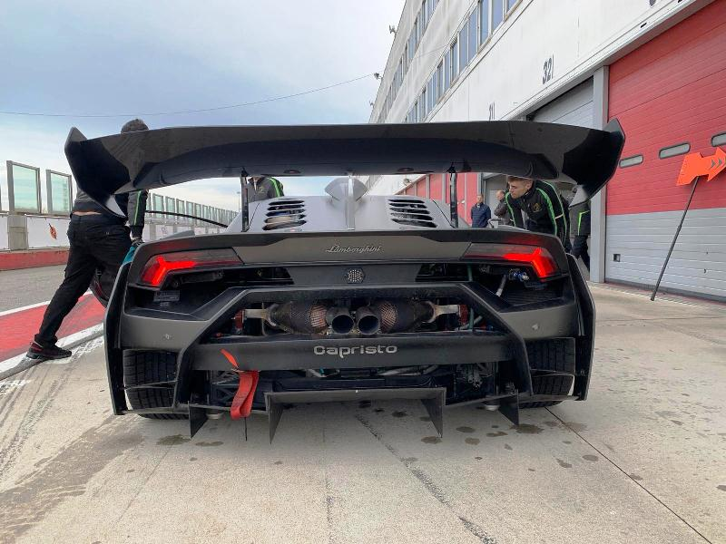 Pripreme pre izlaska na test Lamborghini Huracan Super Trofeo EVO