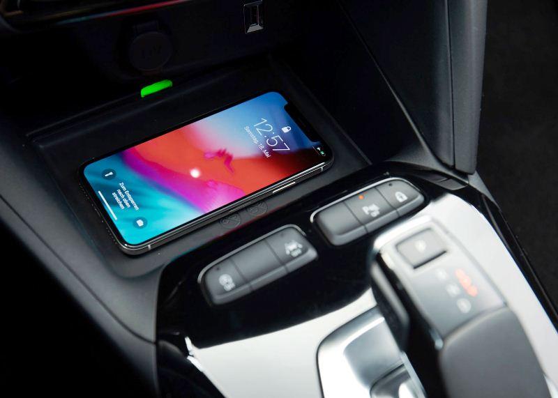 Opel-Corsa-Wireless-ChargingOpel-Corsa-Wireless-Charging