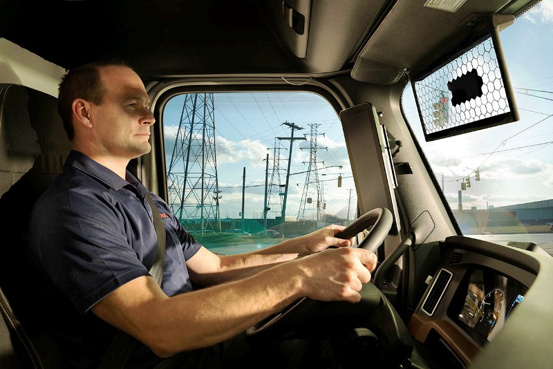 commercial_vehicle_with_virtual_visor_side_view
