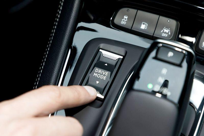 Opel-Grandland-X-Hybrid4-