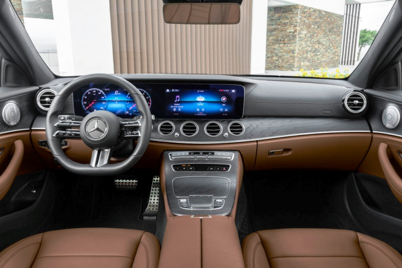 Outdoor-interior-nappa-leather-saddle-brownblack-AMG-Line-open-pore-black-ash-wood-trim-night-package.jpg