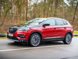 Opel_Grandland_X_Hybrid4