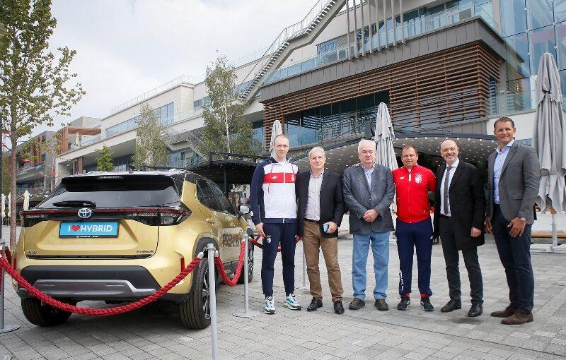 Milenko Sebić (strelac), Aleksandar Andrić (PR menadžer Toyote Srbija), Božidar Maljković (predsednik OKS), Damir Mikec (strelac), Robert Lukić (direktor Toyote Srbija) i Đorđe Višacki (generalni sekretar OKS)